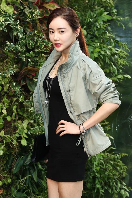 Style đối lập của hai diễn viên Hàn bị đồn ngoại tình với Ahn Jae Hyun - Hình 7