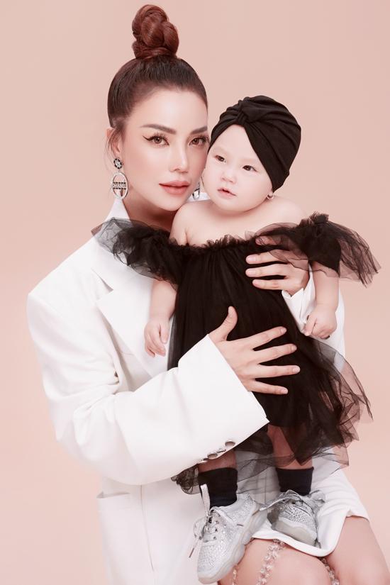 Trà Ngọc Hằng làm mẫu cùng con gái - Hình 6