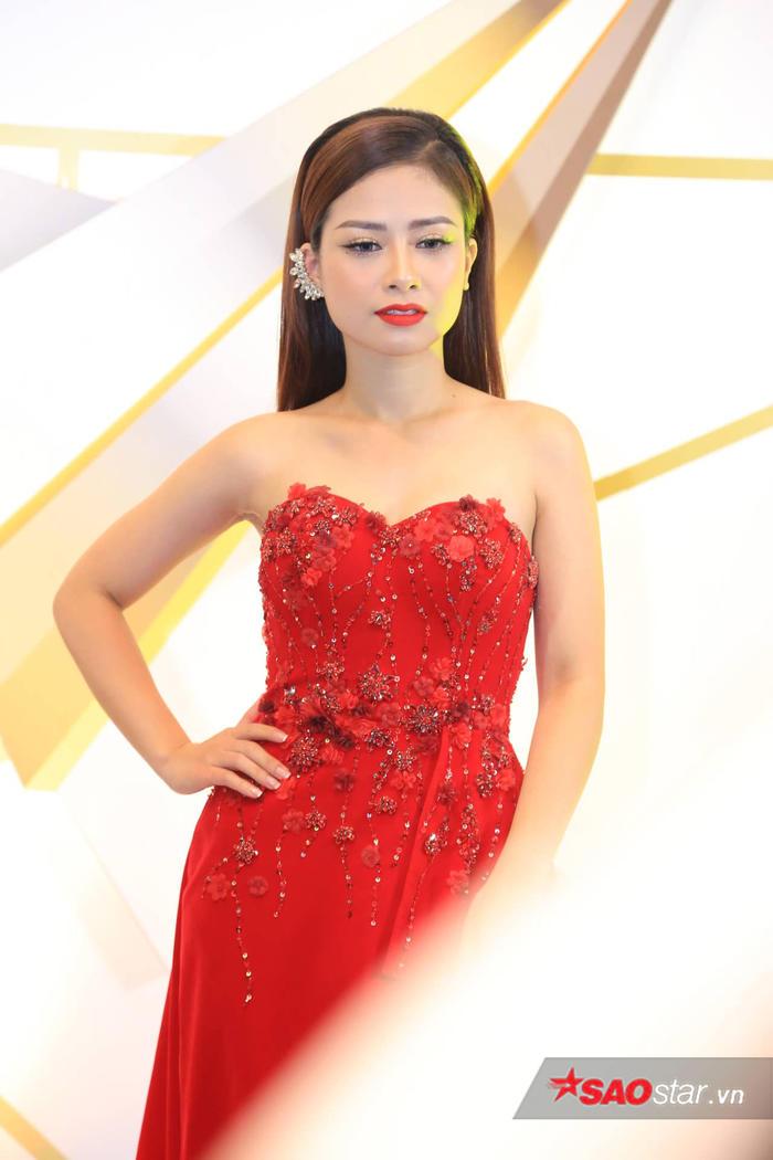 Quỳnh búp bê trở lại, Bảo Thanh, Nhã Phương cùng dàn sao nữ đọ sắc trên thảm đỏ VTV Awards 2019 - Hình 11