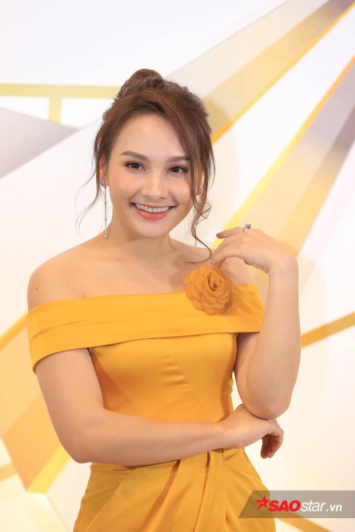 Quỳnh búp bê trở lại, Bảo Thanh, Nhã Phương cùng dàn sao nữ đọ sắc trên thảm đỏ VTV Awards 2019 - Hình 4
