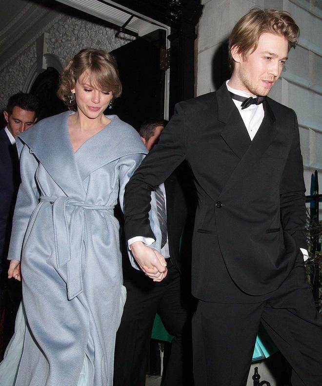 Taylor Swift đã muốn lấy chồng lắm rồi, thể hiện bằng việc nhắc khéo bạn trai Joe Alwyn trong bài hát? - Hình 1