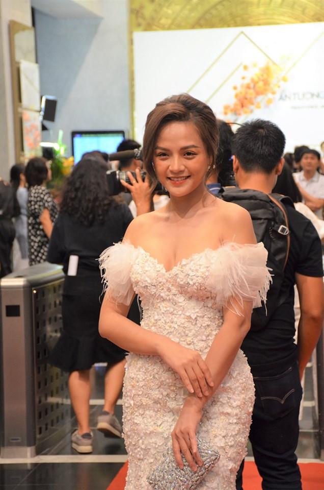 Thảm đỏ VTV Awards 2019: Tiểu tam Quỳnh Nga, Thu Quỳnh...gợi cảm hút mắt - Hình 4