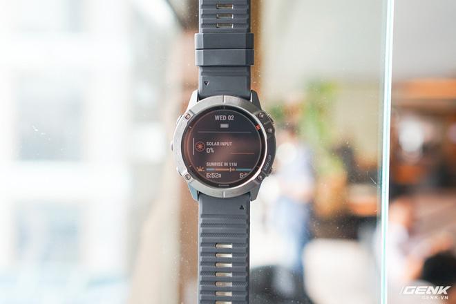 Cận cảnh Garmin Fenix 6X Pro Solar: Smartwatch đầu tiên nạp pin bằng năng lượng Mặt Trời, giá lên đến gần 29 triệu đồng cho bản cao cấp nhất - Hình 4