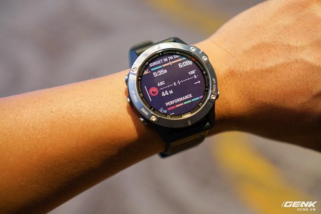 Cận cảnh Garmin Fenix 6X Pro Solar: Smartwatch đầu tiên nạp pin bằng năng lượng Mặt Trời, giá lên đến gần 29 triệu đồng cho bản cao cấp nhất - Hình 16