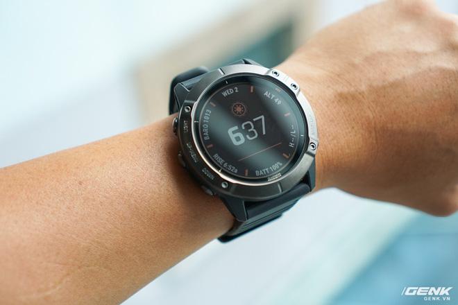 Cận cảnh Garmin Fenix 6X Pro Solar: Smartwatch đầu tiên nạp pin bằng năng lượng Mặt Trời, giá lên đến gần 29 triệu đồng cho bản cao cấp nhất - Hình 7