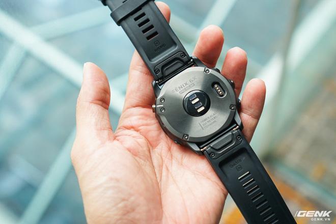 Cận cảnh Garmin Fenix 6X Pro Solar: Smartwatch đầu tiên nạp pin bằng năng lượng Mặt Trời, giá lên đến gần 29 triệu đồng cho bản cao cấp nhất - Hình 6