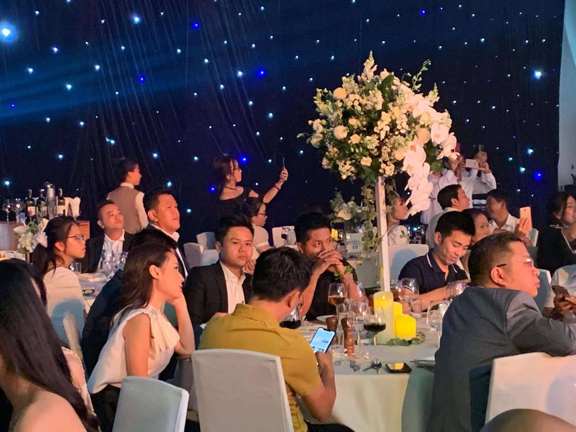 Dàn khách mời cực khủng với Trấn Thành làm MC, đại gia Phan Thành, Ưng Hoàng Phúc,... đều đến chúc mừng ái nữ Minh Nhựa - Hình 5