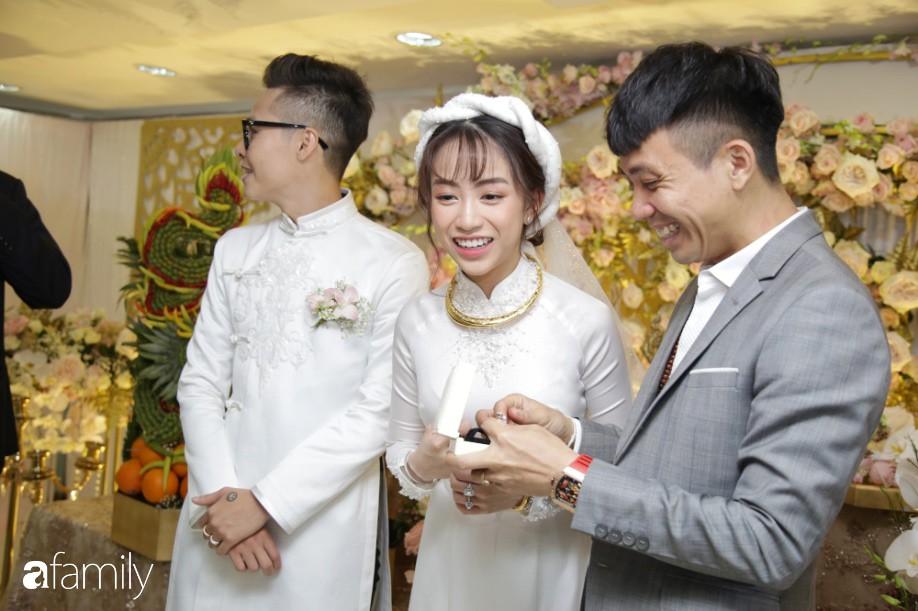 HOT: Sảnh cưới như khu vườn công chúa của con gái đại gia Minh Nhựa và màn trình diễn siêu xe trăm tỷ bất chấp dưới trời mưa - Hình 1