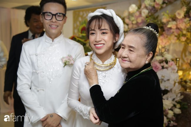 HOT: Toàn cảnh lễ đưa dâu toàn siêu xe hơn 100 tỷ của con gái đại gia Minh Nhựa, quà cưới toàn vàng, kim cương đeo đỏ tay - Hình 8