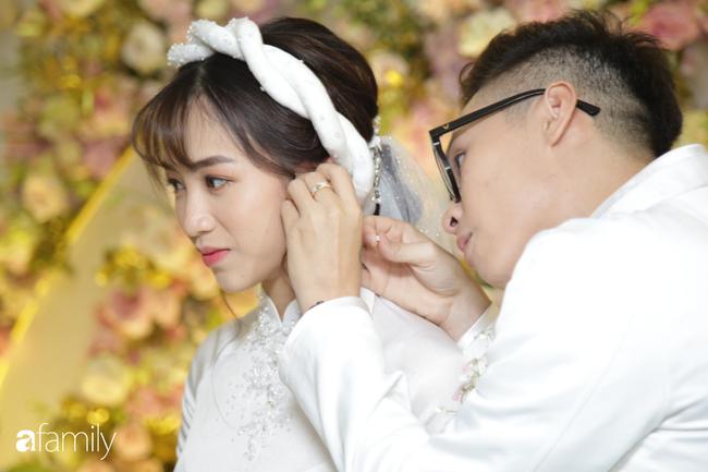 HOT: Toàn cảnh lễ đưa dâu toàn siêu xe hơn 100 tỷ của con gái đại gia Minh Nhựa, quà cưới toàn vàng, kim cương đeo đỏ tay - Hình 9