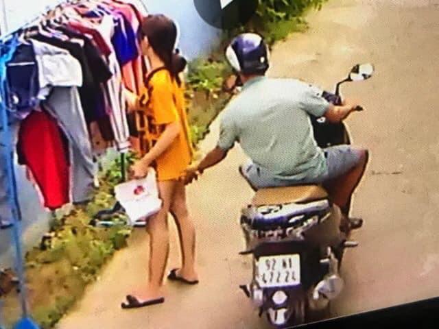 Mặc quần như không mặc, cô gái trẻ bị tên biến thái bóp mông giữa ban ngày - Hình 3