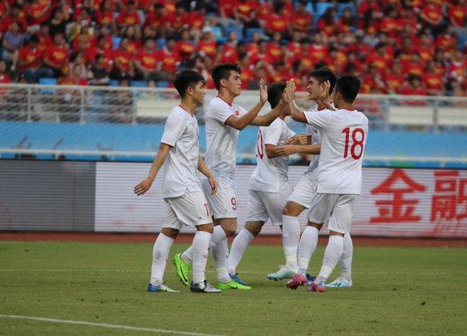 Tưng bừng U22 Việt Nam - U22 Trung Quốc: Tiến Linh - Tấn Tài ăn ý, cú đúp phá lưới đối thủ - Hình 1
