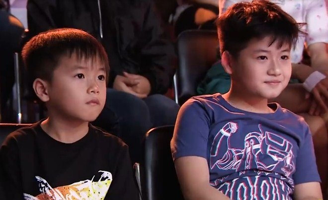 2 con Lâm Vỹ Dạ hút toàn bộ khán giả: Sợ bị mẹ đuổi ra đường, không dám nghe bố - Hình 3
