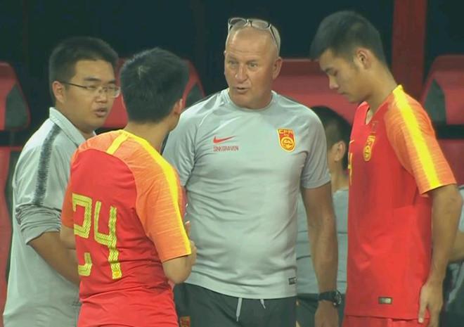 Báo Trung Quốc: HLV Hiddink phạm sai lầm trong việc dùng người - Hình 2