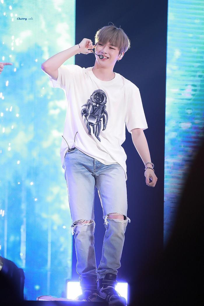Chỉ với hành động đáng quý này, Kang Daniel tiếp tục tạo ấn tượng tuyệt vời với fan bởi tính cách của mình - Hình 4