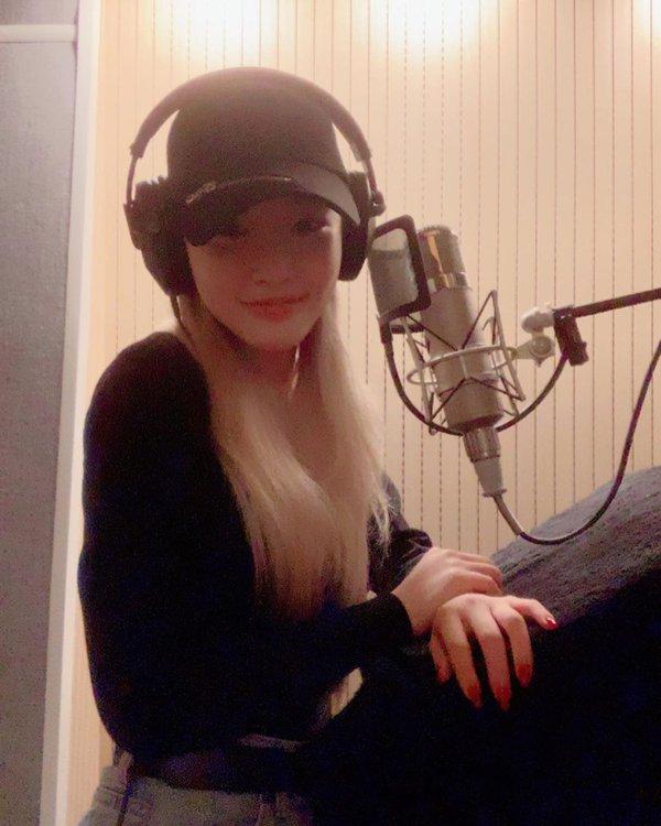 Chungha đăng ảnh thu âm với I.O.I trong phòng thu - Hình 2