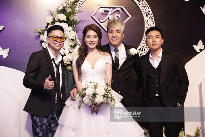 Đám cưới Lâm Chấn Khang: dàn sao đình đám miền Tây hội ngộ đông đủ, hai quý tử của cặp đôi lần đầu ra mắt truyền thông - Hình 9