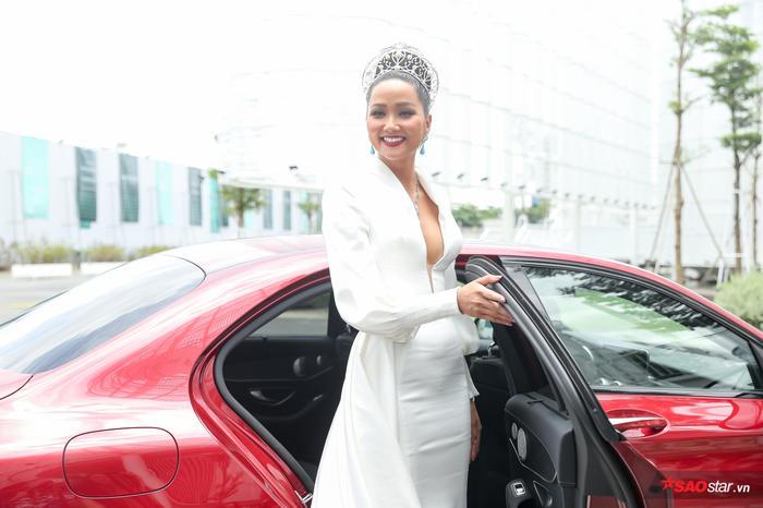 HHen Niê: Thúy Vân xứng đáng trở thành Hoa hậu Hoàn vũ Việt nam, tôi không đủ sức huấn luyện chị ấy - Hình 2
