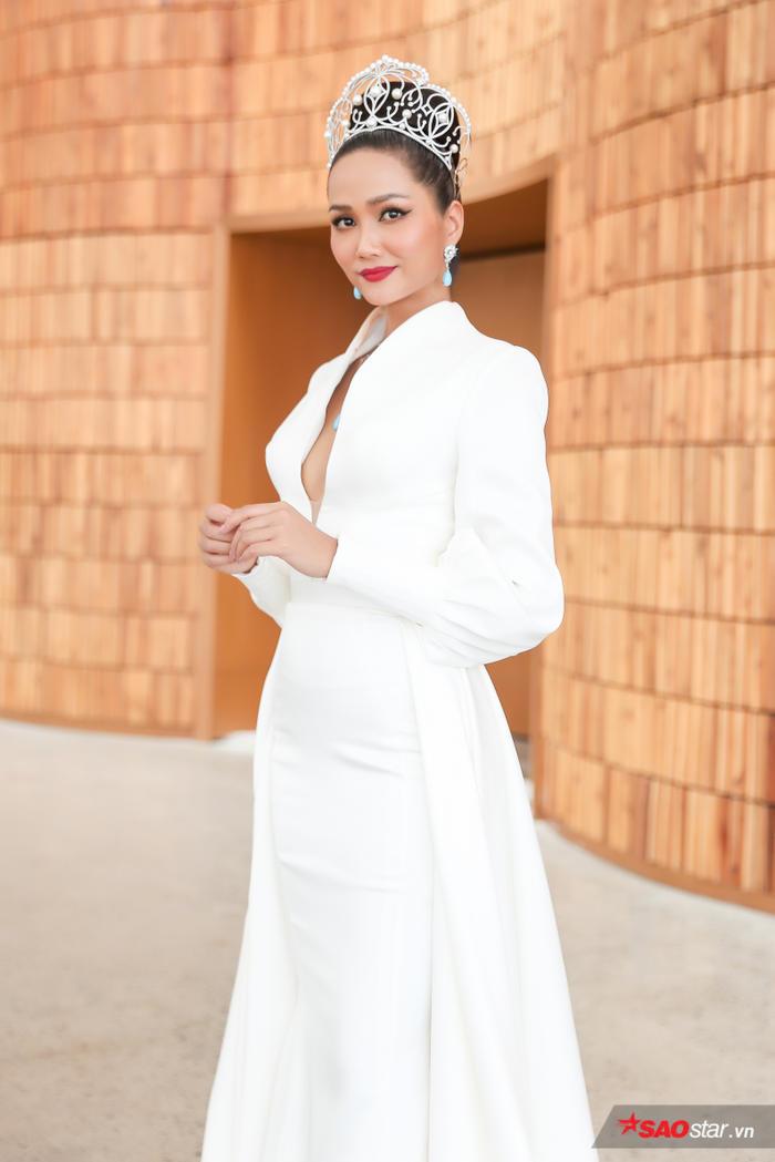 HHen Niê: Thúy Vân xứng đáng trở thành Hoa hậu Hoàn vũ Việt nam, tôi không đủ sức huấn luyện chị ấy - Hình 7