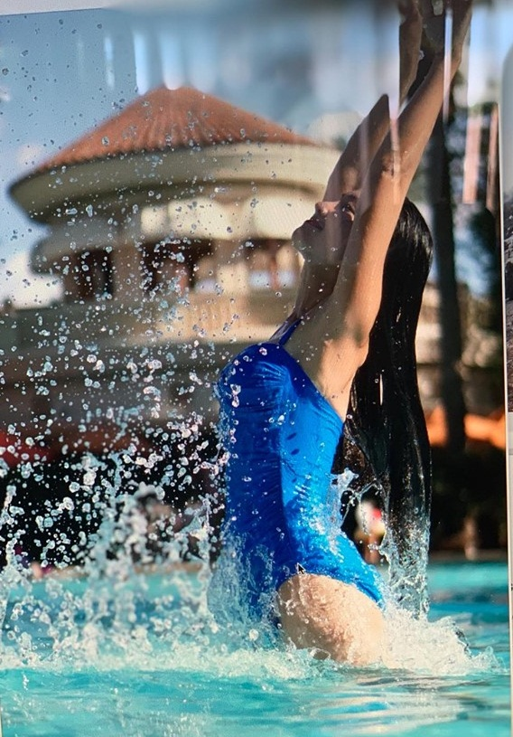 Hiếm lắm Út Ráng Kim Hiền mới diện bikini gợi cảm, khoe vóc dáng quyến rũ sau 2 lần sinh con - Hình 2