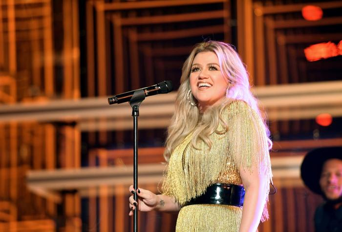 Kelly Clarkson hết lời ngợi ca Taylor Swift: Cô ấy là nữ doanh nhân thông minh nhất trong ngành công nghiệp âm nhạc - Hình 3