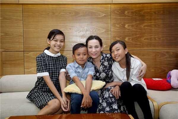Kiếm tiền siêu khủng, nữ ca sĩ đông con nhất showbiz Việt ngoài đời sống thế này! - Hình 2