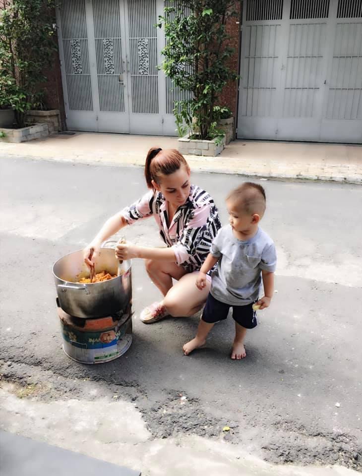 Kiếm tiền siêu khủng, nữ ca sĩ đông con nhất showbiz Việt ngoài đời sống thế này! - Hình 3