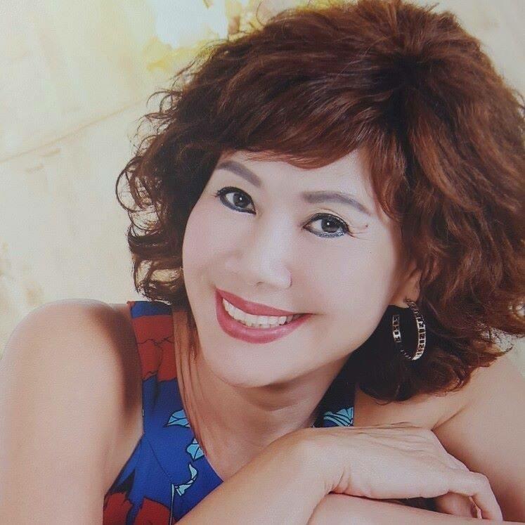 Ký ức vui vẻ: Vỡ òa khi Hoa hậu HTV lần đầu xuất hiện, tiết lộ tuổi thật U60 khiến ai cũng ngỡ ngàng - Hình 6