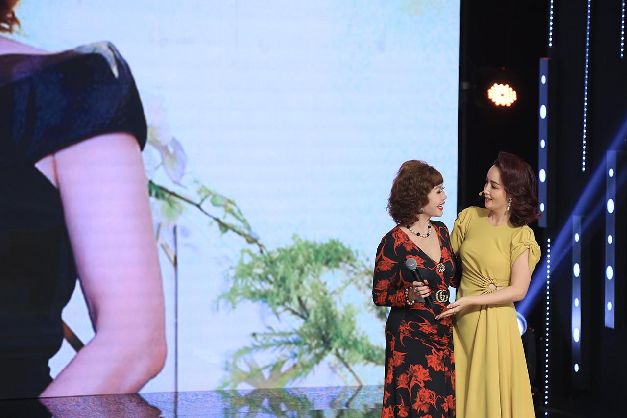 Ký ức vui vẻ: Vỡ òa khi Hoa hậu HTV lần đầu xuất hiện, tiết lộ tuổi thật U60 khiến ai cũng ngỡ ngàng - Hình 1