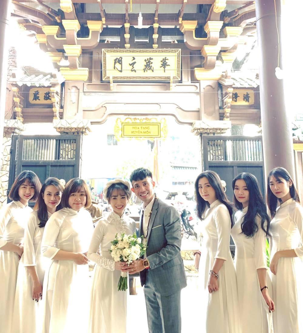 Lễ Hằng Thuận của con gái Minh Nhựa ở ngôi chùa đẹp nhất Sài Gòn - Hình 9
