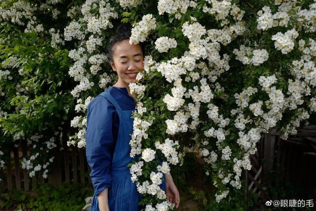 Cô gái trẻ bỏ ra 1,3 tỷ đồng cải tạo đất, mua giống hoa, biến sân nhà thành khu vườn đẹp lung linh - Hình 30