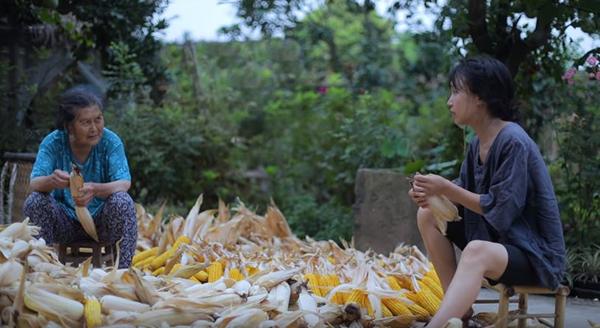 Video mới nhất của Tiên nữ đồng quê Lý Tử Thất lọt top 26 thịnh hành của Youtube Việt Nam - Hình 4