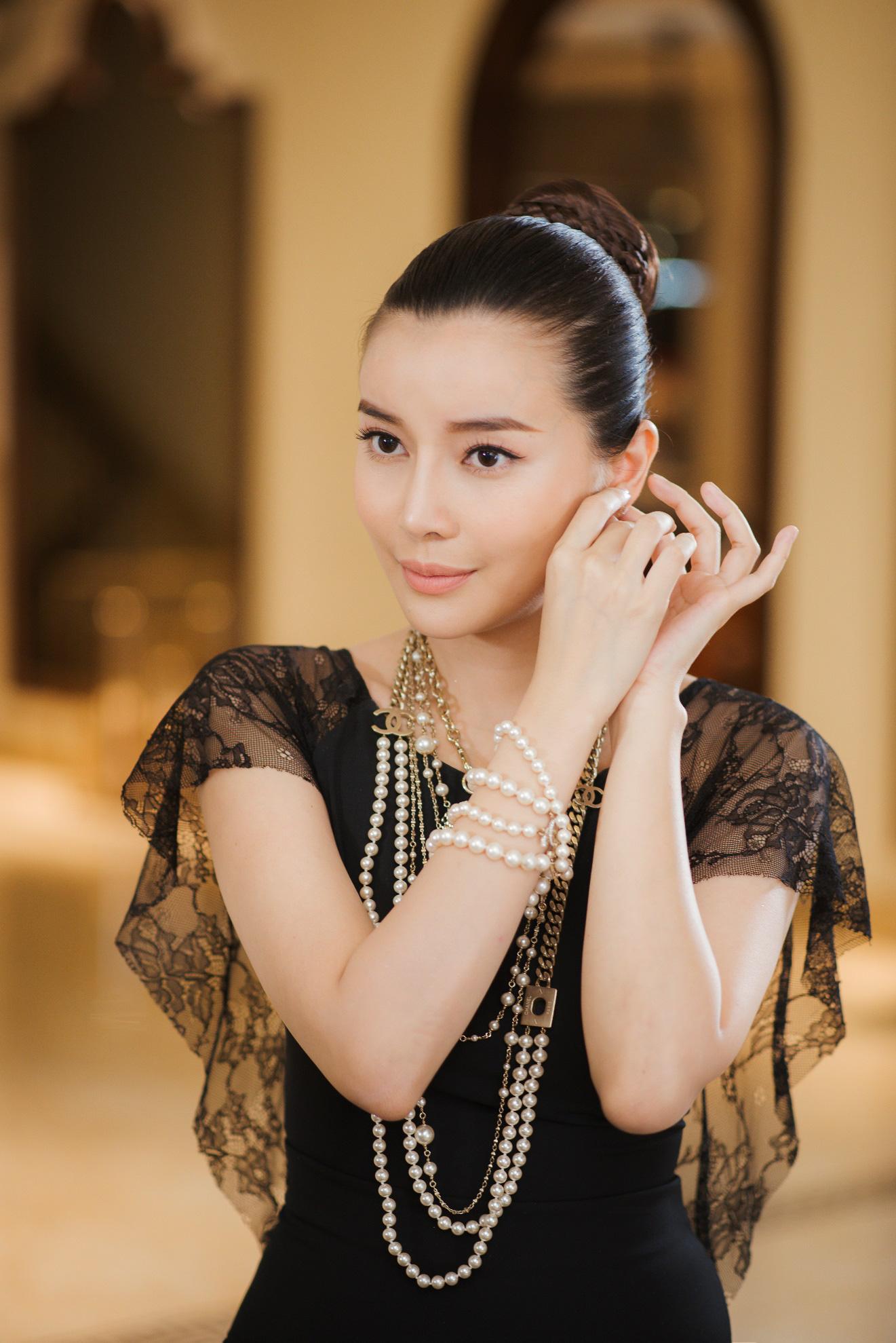 Chiêu sở hữu da mộc căng bóng của diễn viên Cao Thái Hà - Hình 1