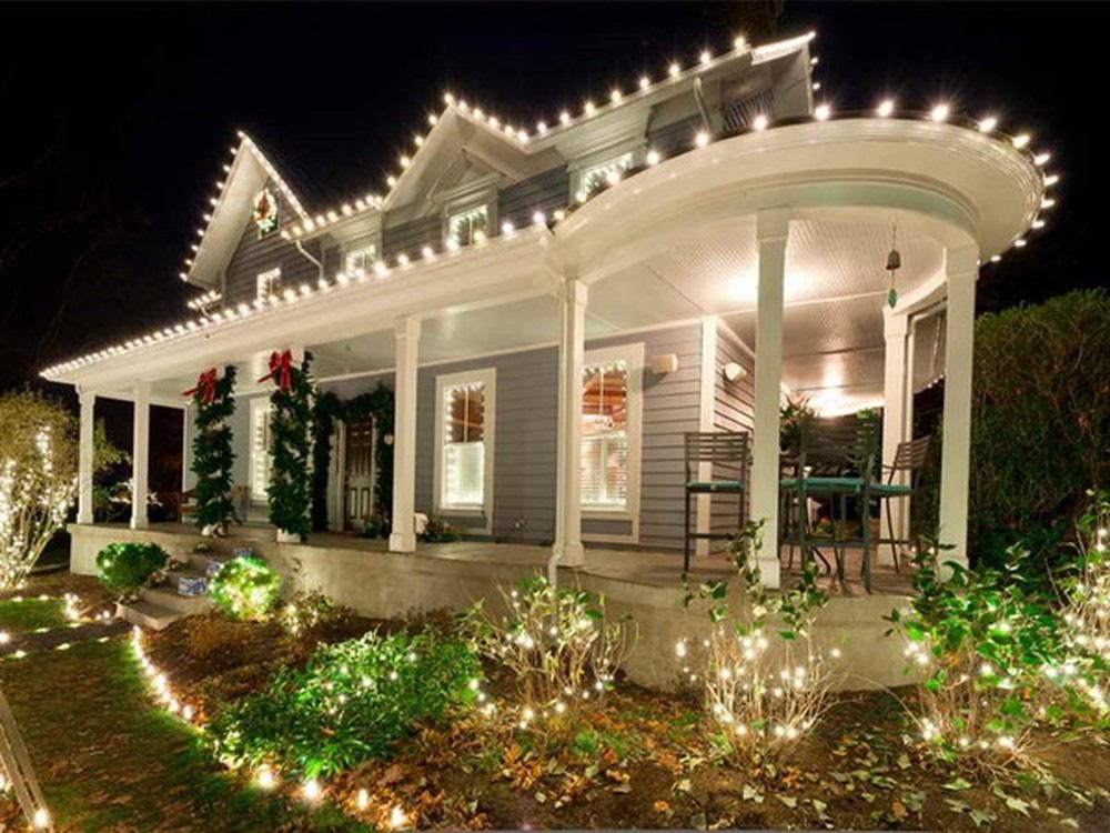 Trang trí nhà ngày Tết: Đừng quên 4 mẹo nhỏ này để nhà vừa đẹp vừa tiết kiệm - Hình 1