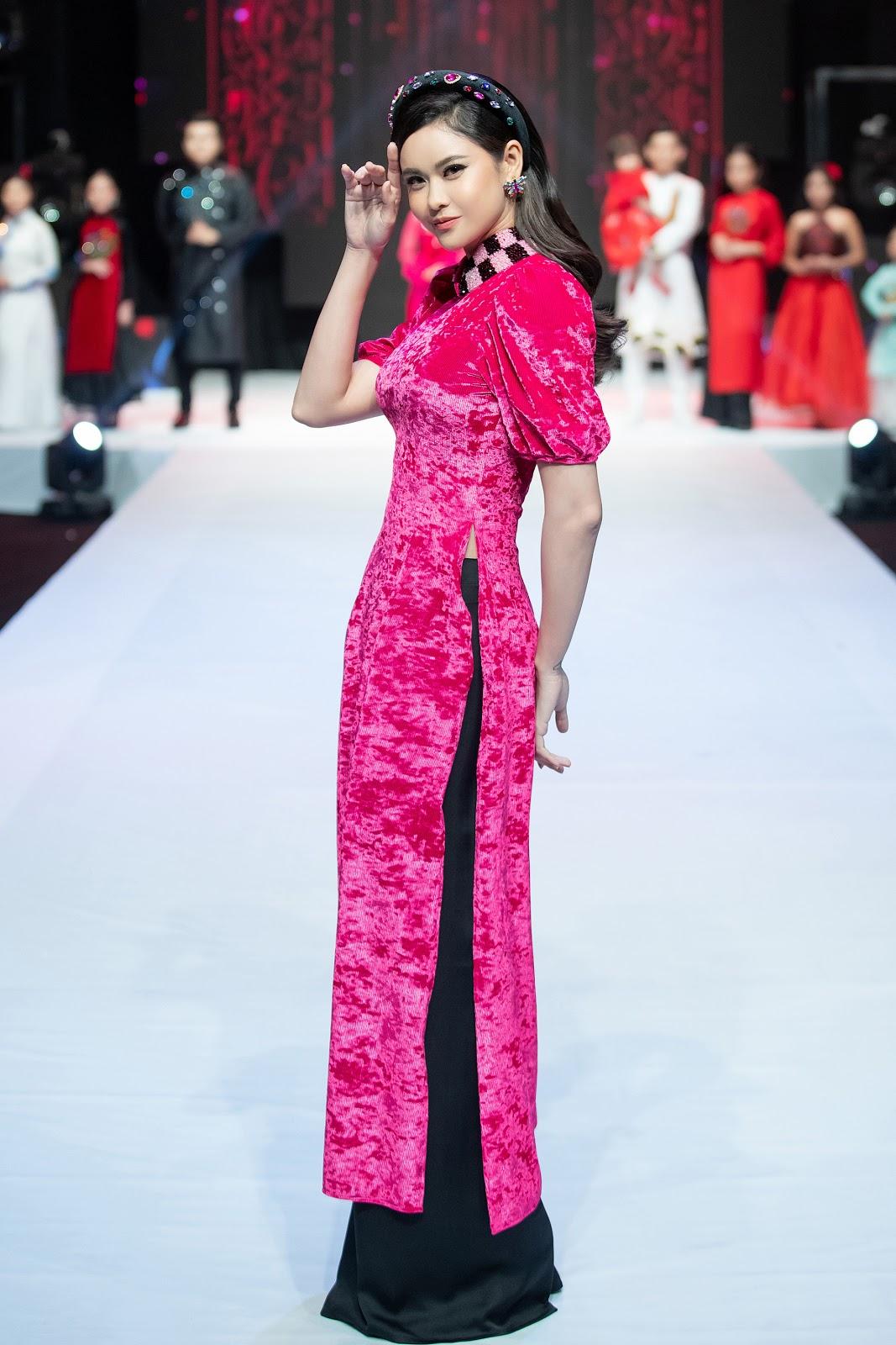 Xúc động hình ảnh Trương Quỳnh Anh và con trai trong hậu trường show diễn thời trang - Hình 5