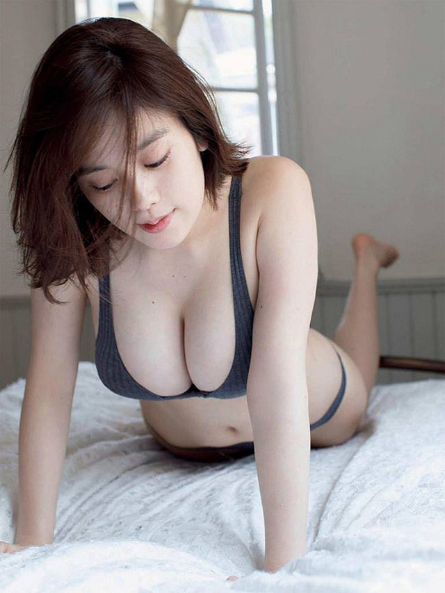 Miwako Kakei - gái xinh gợi cảm tới mức từng bị công khai đụng chạm trên TV vì vòng một ngoại cỡ - Hình 12