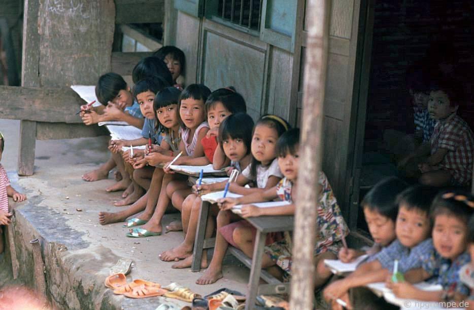 Chùm ảnh màu cực hiếm về đời sống hàng ngày của cố đô Huế thập niên 90 - Hình 1