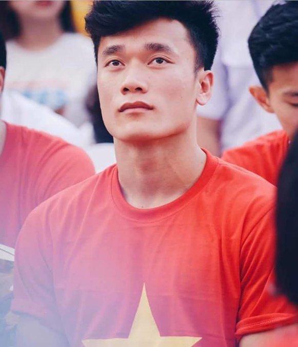 Những cầu thủ đẹp trai nhất U23 Việt Nam: Bùi Tiến Dũng bị soán ngôi? - Hình 1