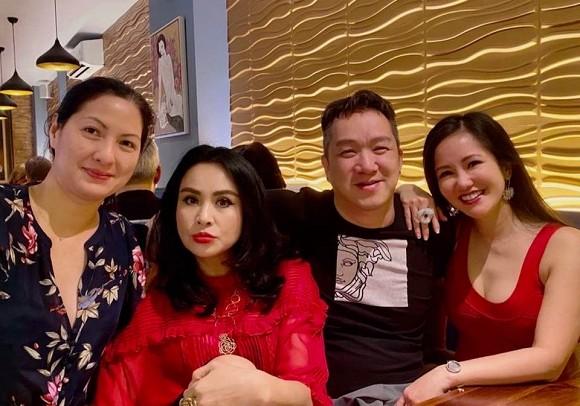 Chồng cũ Thu Phương - Huy MC cùng vợ thứ 2 hội ngộ tình bạn 35 năm với Thanh Lam và Hồng Nhung, dung mạo hiện tại mới đáng chú ý - Hình 1