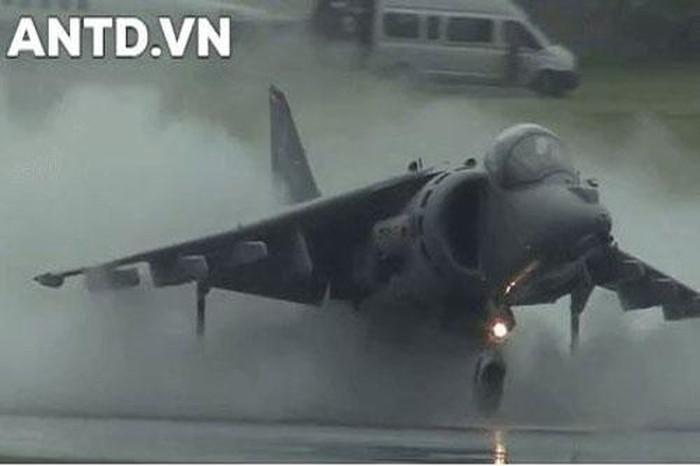Sức mạnh loại chiến đấu cơ siêu dị AV-8B Harrier II của Mỹ vừa áp sát Iran - Hình 1