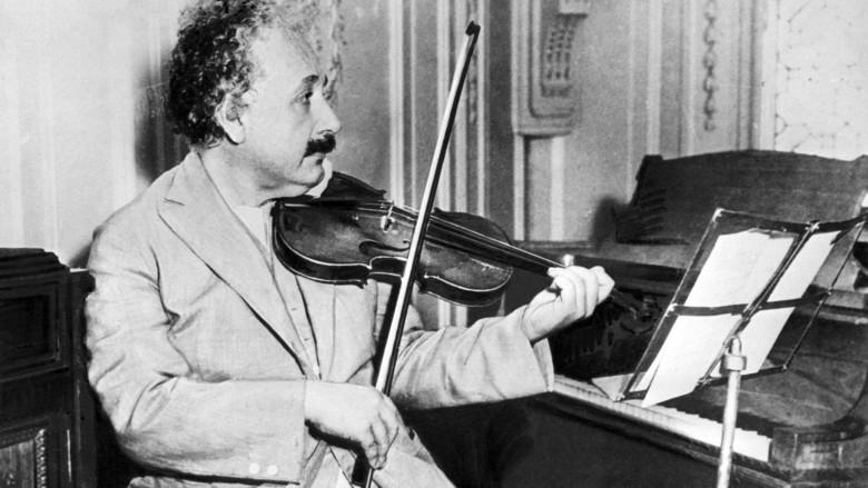 Albert Einstein - thiên tài cô độc và nỗi ân hận mang tên bom nguyên tử - Hình 1