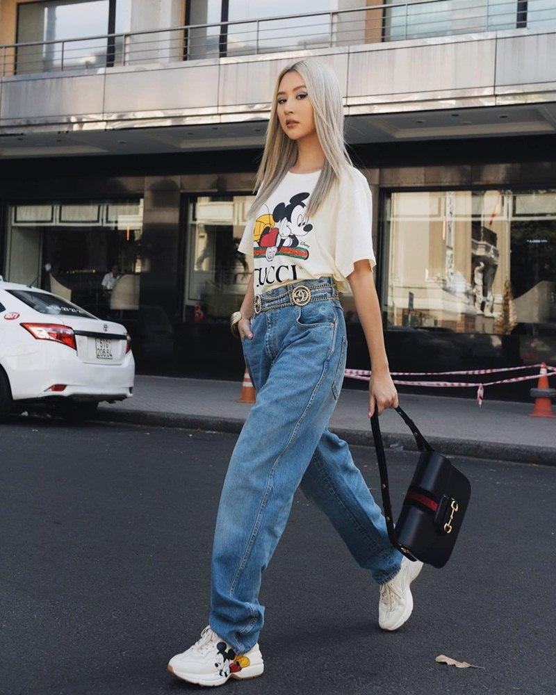 Áo phông mickey thống trị street style sao Việt tuần qua - Hình 1
