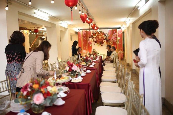 Cô dâu Quỳnh Anh xuất hiện rạng rỡ trong lễ ăn hỏi, dân mạng trầm trồ vì khung cảnh quá sang trọng - Hình 1