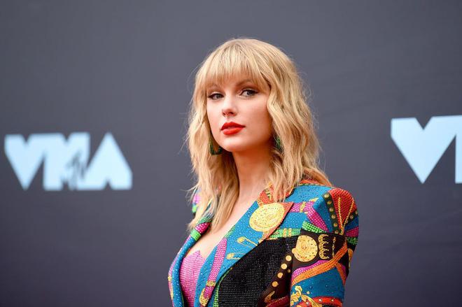 Không hiểu Taylor Swift gây thù gì với Iron Man Robert: 5 lần 7 lượt bị móc mỉa, sốc nhất là phát ngôn nhện cái mới đây - Hình 1