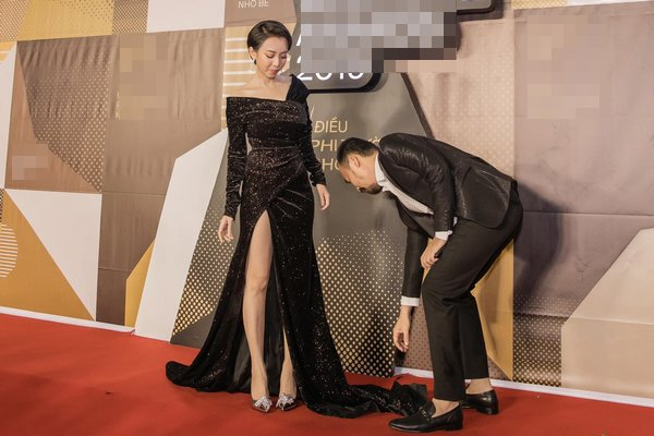 Thu Trang đích thị là Hoa hậu trong mắt Tiến Luật: chồng chăm chút từ chiếc váy vợ diện - Hình 1