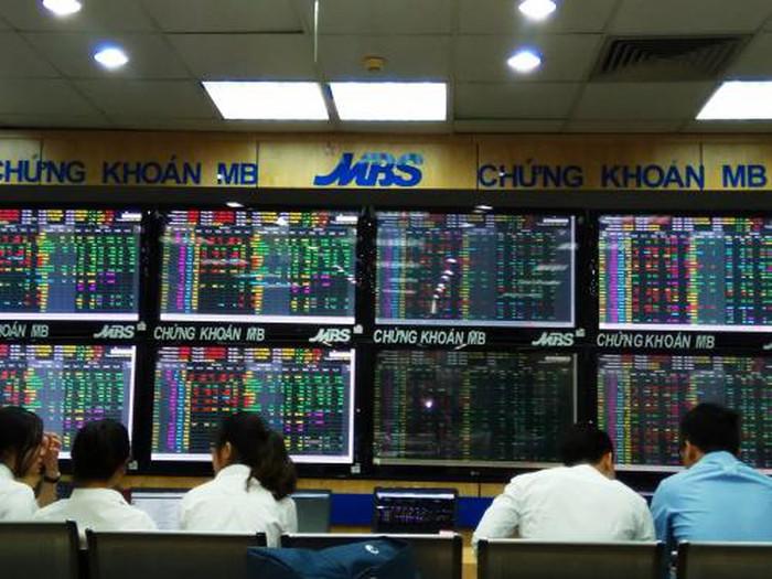 Chứng khoán ngày 16/1: Cổ phiếu ngân hàng giúp VN - Index vượt mốc 970 điểm - Hình 1