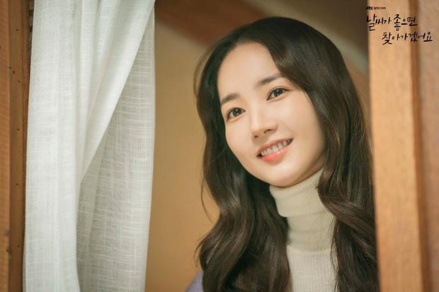 Tạm biệt thần thái fangirl sang chảnh, Park Min Young đi làm gái quê giản dị điên đầu vì tình tay tư? - Hình 1