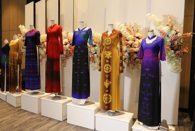 NTK Ánh Hồng và nguồn cảm hứng vô tận với áo dài Việt Công Lý - Hình 2