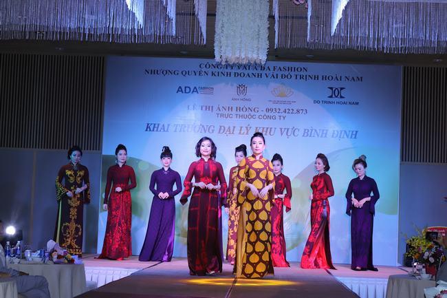 NTK Ánh Hồng và nguồn cảm hứng vô tận với áo dài Việt Công Lý - Hình 4