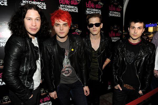 Ban nhạc My Chemical Romance hội ngộ trên sân khấu sau 7 năm vắng bóng - Hình 1